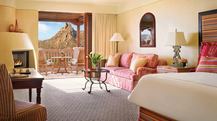 PropertyImage FourSeasonsResortScottsdaleAtTroonNorth Hotel GuestroomSuite Casita LivingRoom CreditFourSeasons