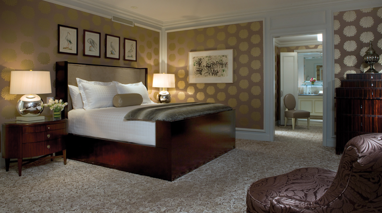 PropertyImage FourSeasonsWashingtonDC Hotel GuestroomSuite PresidentialSuite WestWing Bedroom CreditFourSeasons