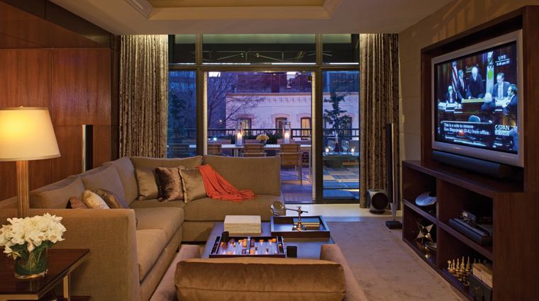 PropertyImage FourSeasonsWashingtonDC Hotel GuestroomSuite RoyalSuite MediaRoom CreditFourSeasons