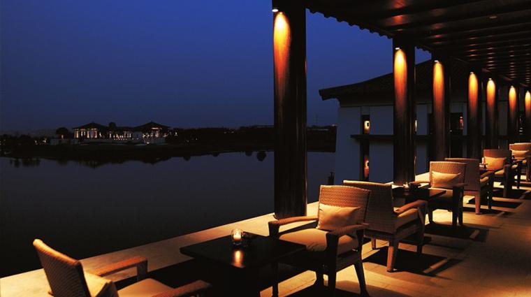 PropertyImage FuchunResortHangzhou 10 Hotel PublicSpaces LakeLoungeTerrace CreditFuchunResortHangzhou