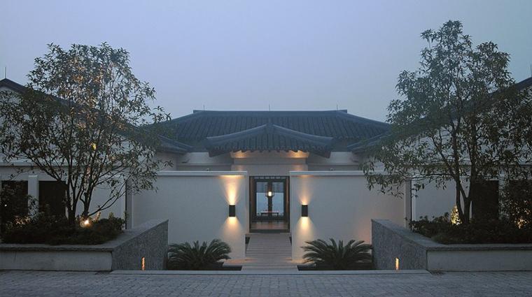 PropertyImage FuchunResortHangzhou 4 Hotel Exterior VillaEntrance CreditFuchunResortHangzhou