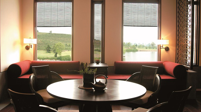 PropertyImage FuchunResortHangzhou 7 Hotel GuestroomsSuites LakeViewSuite CreditFuchunResortHangzhou