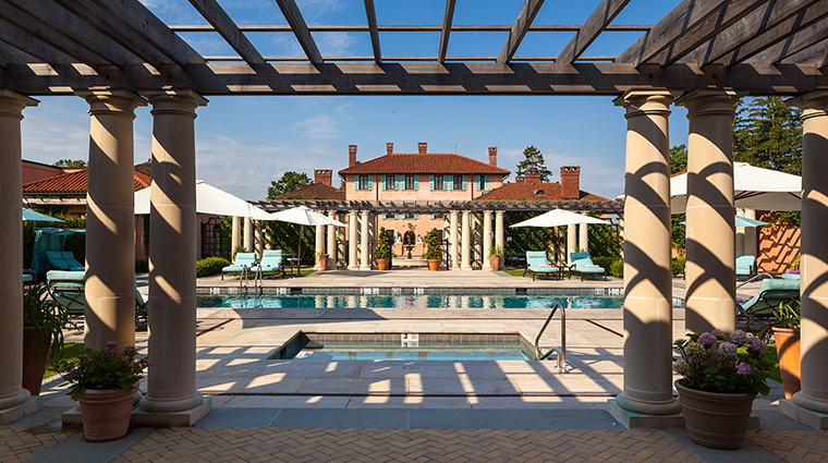 PropertyImage GlenmereMansion Hotel 6 PublicSpaces PoolandArbor CreditGlenmereMansion