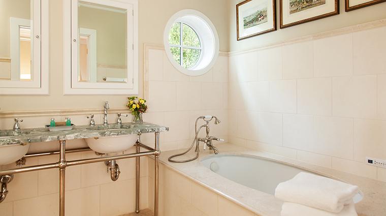 PropertyImage GoodstoneInn 11 Hotel GuestroomSuites ManorBathroom 2 CreditGoodstoneInn