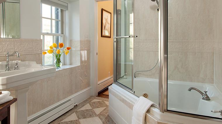 PropertyImage GoodstoneInn 14 Hotel GuestroomSuites SpringhouseBathroom CreditGoodstoneInn