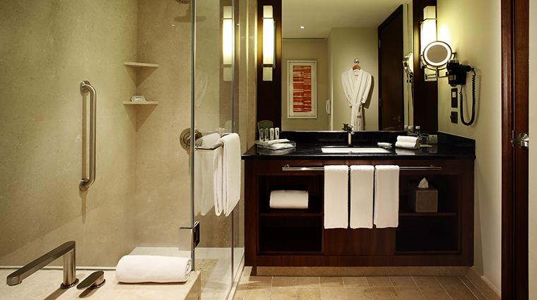 PropertyImage HolidayInnMacao Hotel GuestroomsSuites Bathroom CreditHolidayInnMacao