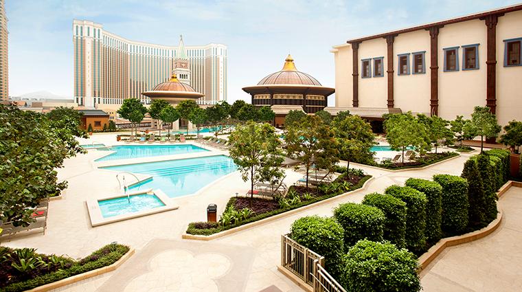 PropertyImage HolidayInnMacao Hotel PublicSpaces Pool CreditHolidayInnMacao