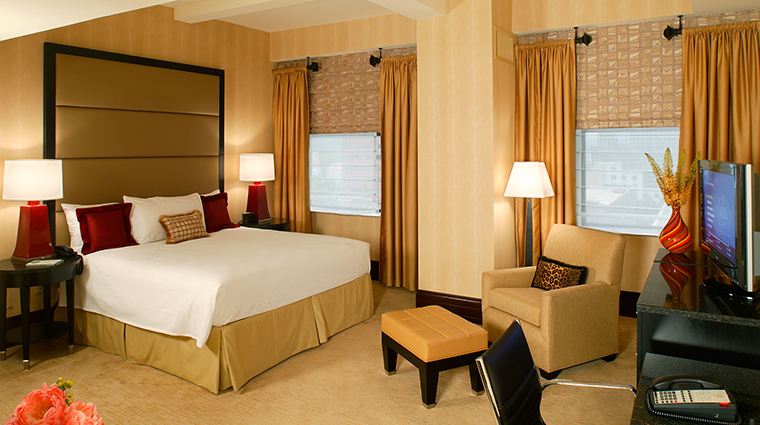 PropertyImage HotelduPont 3 Hotel GuestroomsandSuites ClassicKingGuestroom CreditHotelduPont