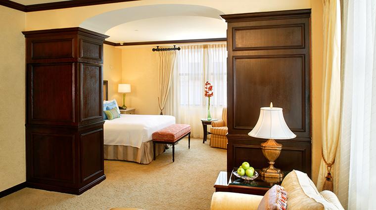 PropertyImage HotelduPont 5 Hotel GuestroomsandSuites LuxuryGuestroom CreditHotelduPont