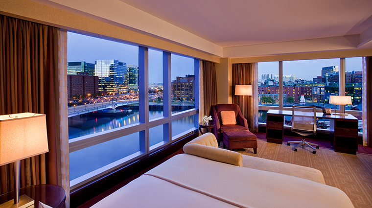 PropertyImage InterContinentalBoston 3 Hotel GuestroomSuites WaterViewGuestroom CreditInterContinentalBoston