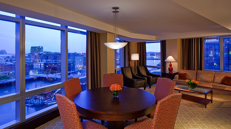 PropertyImage InterContinentalBoston 4 Hotel GuestroomSuites SuperiorSuiteLivingRoom CreditInterContinentalBoston