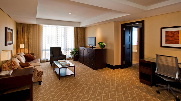 PropertyImage InterContinentalBoston 6 Hotel GuestroomSuites ExecutiveSuiteLivingRoom CreditInterContinentalBoston