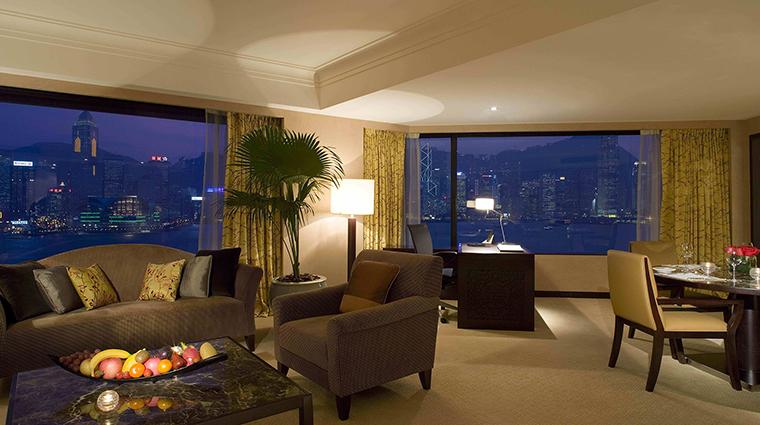PropertyImage InterContinentalHongKong 6 Hotel GuestroomsandSuites DeluxeHarbourviewSuite CreditInterContinentalHongKong