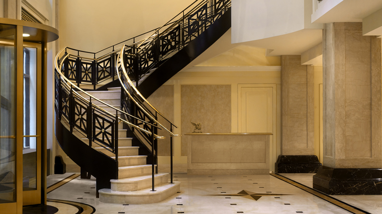 PropertyImage JWMarriottChicago 7 Hotel PublicSpaces Lobby Staircase CreditMarriottInternationalInc