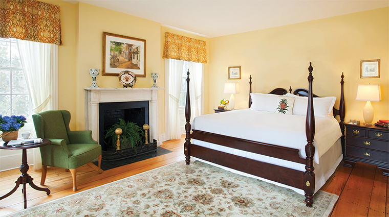 PropertyImage JaredCoffinHouse 3 Hotel GuestroomSuite KingGuestroom CreditNantucketIslandResorts