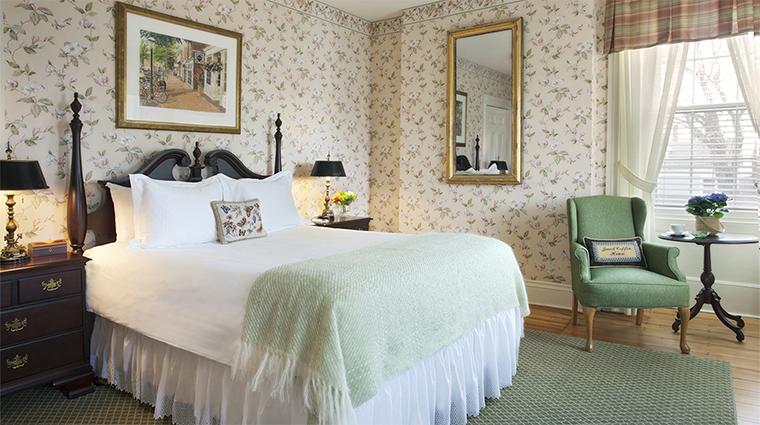 PropertyImage JaredCoffinHouse 4 Hotel GuestroomSuite QueenGuestroom CreditNantucketIslandResorts