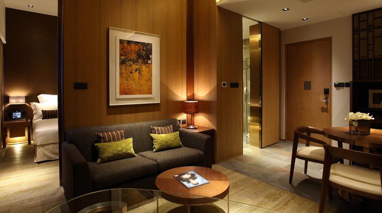 PropertyImage LHotelElan 1 Hotel GuestroomSuite ElanSuite LivingRoom CreditLHotelElan