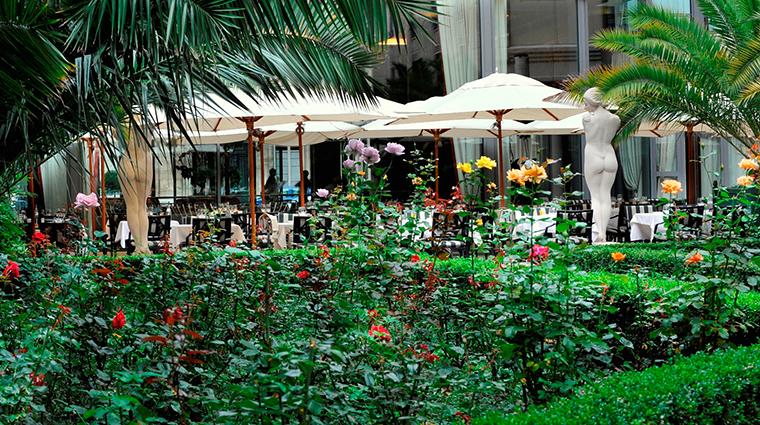 PropertyImage LHotelduCollectionneur 15 Hotel PublicSpaces PatioTerrace CreditLHotelduCollectionneur