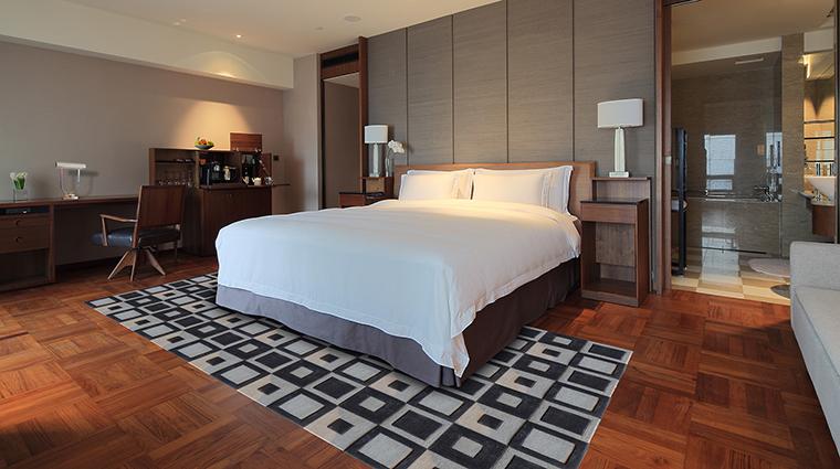 PropertyImage LesSuitesOrientBundShanghai Hotel GuestroomsandSuites DeluxeSuite CreditPreferredHotelGroup