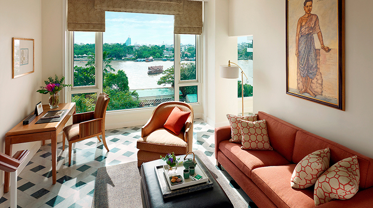 PropertyImage MandarinOrientalBangkok 13 Hotel GuestroomSuites PremierRoom 2 CreditMandarinOrientalHotelGroupLLC