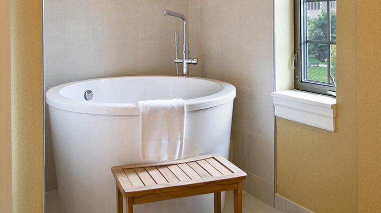 PropertyImage MorrisInn 5 Hotel GuestroomSuites GrandSuiteBathroom CreditMorrisInnNotreDame