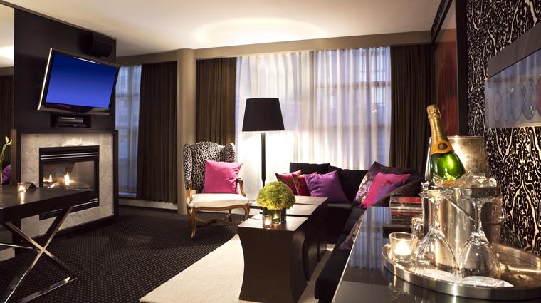PropertyImage OpusHotelVancouver 1 Hotel GuestroomSuite DedeSignatureSuite LivingRoom CreditOpusHotelVancouver