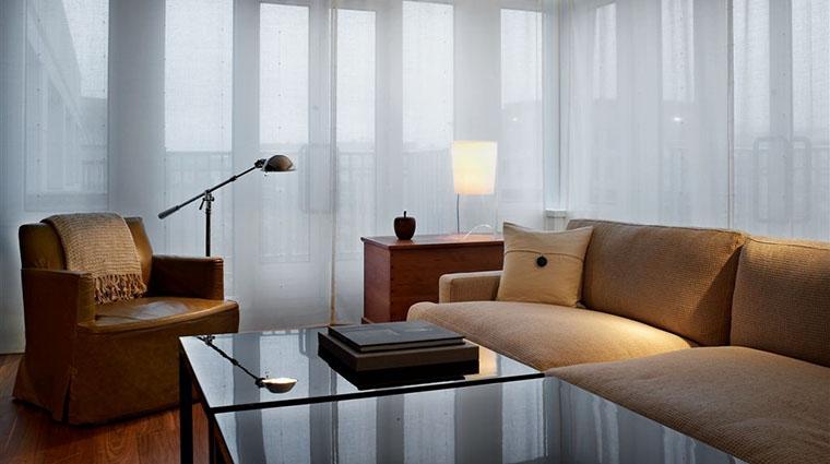 PropertyImage ParkHyattNY Hotel GuestroomsSuites AmbassadorSuiteLivingRoom CreditParkHyatt