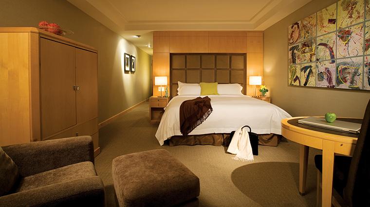 PropertyImage SOHOMetropolitanHotelToronto 2 Hotel GuestroomSuites Guestroom 2 CreditSOHOMetropolitanHotelToronto