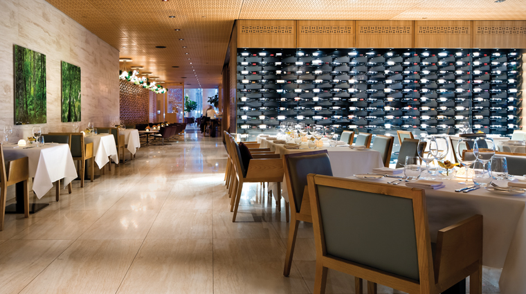 PropertyImage ShangriLaHotelToronto 4 Hotel Restaurant Bosk DiningRoom CreditShangriLaInternationalHotelManagementLTD