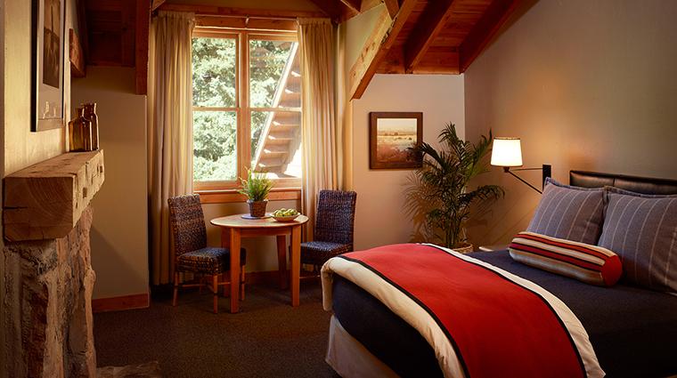 PropertyImage SundanceResort 1 Hotel GuestroomSuites SundanceMountainResortBedroom CreditSundanceResort
