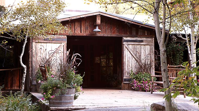 PropertyImage SundanceResort 11 Hotel PublicSpaces SundanceVillage Balcony CreditSundanceResort