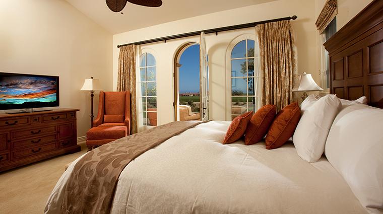 PropertyImage TerraneaResort Hotel 8 GuestroomSuites VillaKingBedroom CreditTerraneaResort