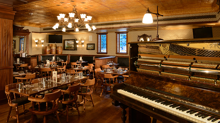 PropertyImage The Broadmoor Hotel Restaurant Golden Bee Style Dining Piano Credit The Broadmoor