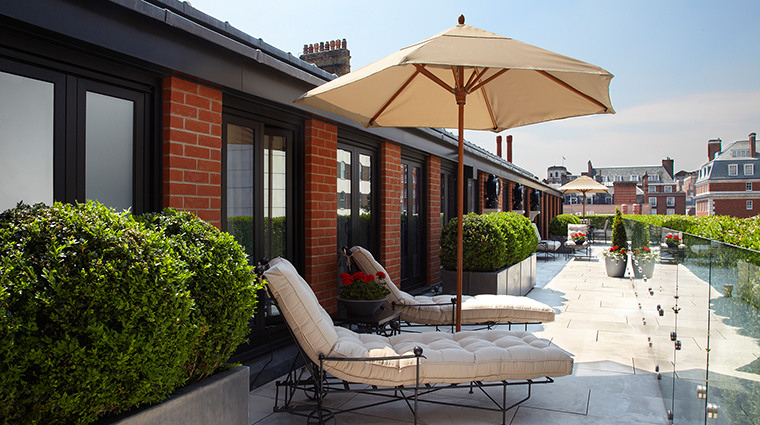 PropertyImage TheConnaught Hotel GuestroomsSuites TerraceSuiteTerrace CreditMaybourneHotelGroup