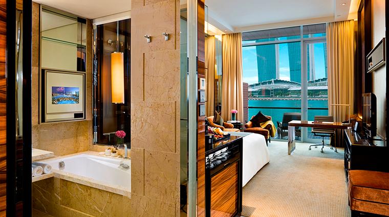 PropertyImage TheFullertonBaySingapore Hotel GuestroomSuites PremierBayViewRoom CreditTheFullertonBaySingapore