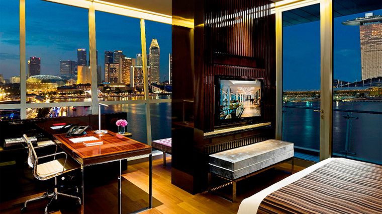 PropertyImage TheFullertonBaySingapore Hotel GuestroomSuites RobinsonSuiteBedroom CreditTheFullertonBaySingapore