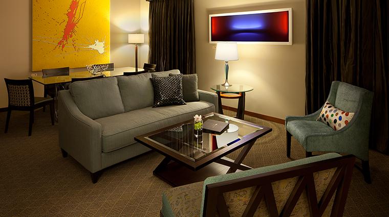 PropertyImage TheHeathmanHotel Hotel GuestroomsandSuites FineArtSuiteLivingRoom CreditTheHeathmanHotel