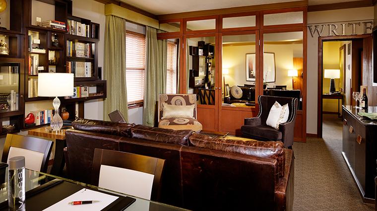 PropertyImage TheHeathmanHotel Hotel GuestroomsandSuites LiteraryArtsSignatureSuiteLivingRoom CreditTheHeathmanHotel