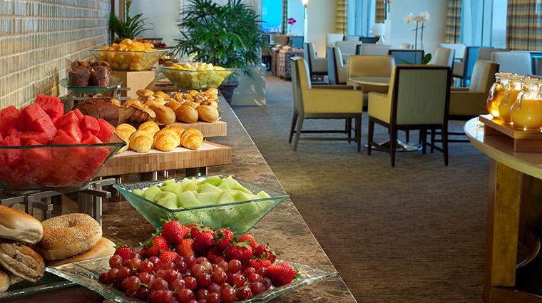 PropertyImage TheHyattRegencyOrlando Hotel PublicSpaces ClubLounge CreditHyattCorporation