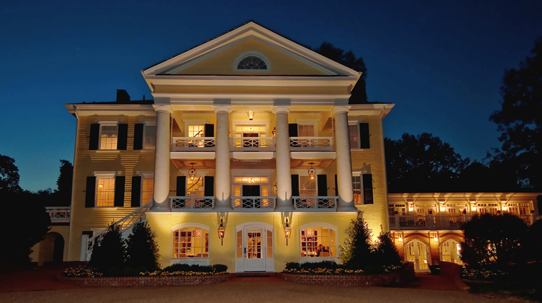 PropertyImage TheInnAtWillowGrove 6 Hotel Exterior FrontViewAtNight CreditTheInnAtWillowGrove