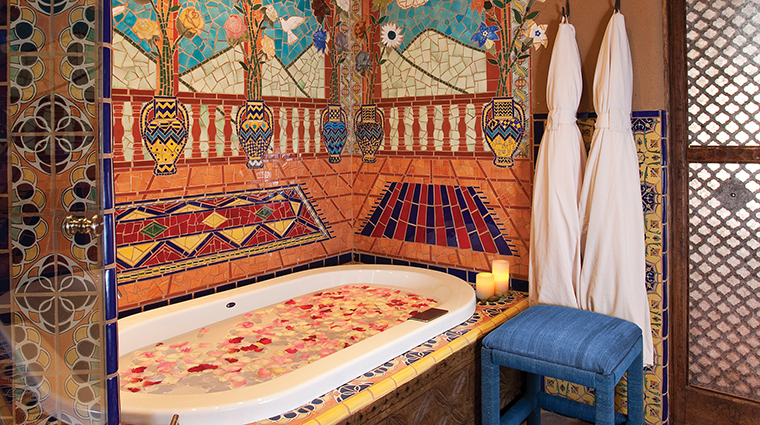 PropertyImage TheInnoftheFiveGraces 12 Hotel GuestroomSuite Bathroom 4 CreditTheInnoftheFiveGraces