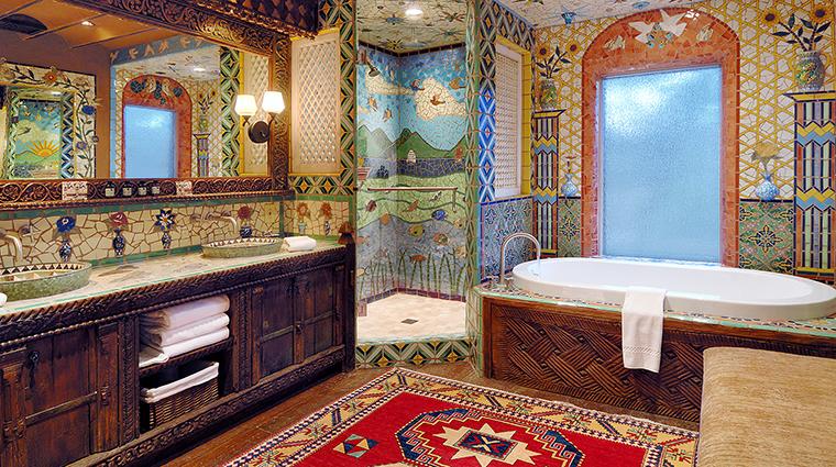 PropertyImage TheInnoftheFiveGraces 13 Hotel GuestroomSuite Bathroom 5 CreditTheInnoftheFiveGraces