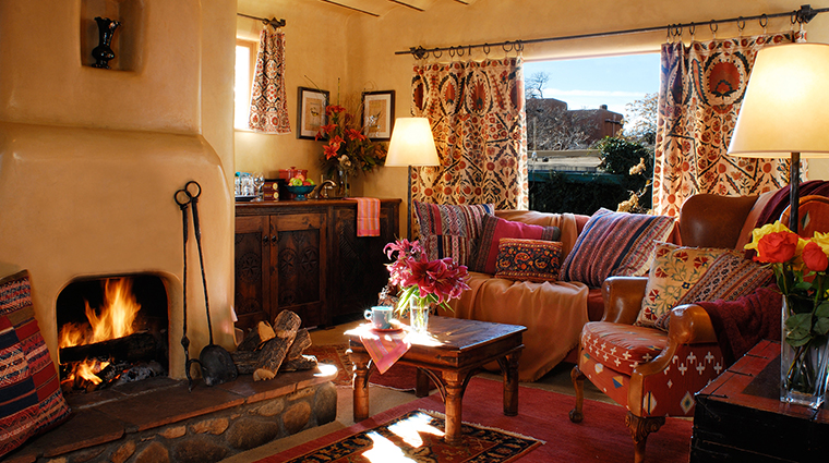 PropertyImage TheInnoftheFiveGraces 4 Hotel GuestroomSuite SuiteLivingRoom 2 CreditTheInnoftheFiveGraces