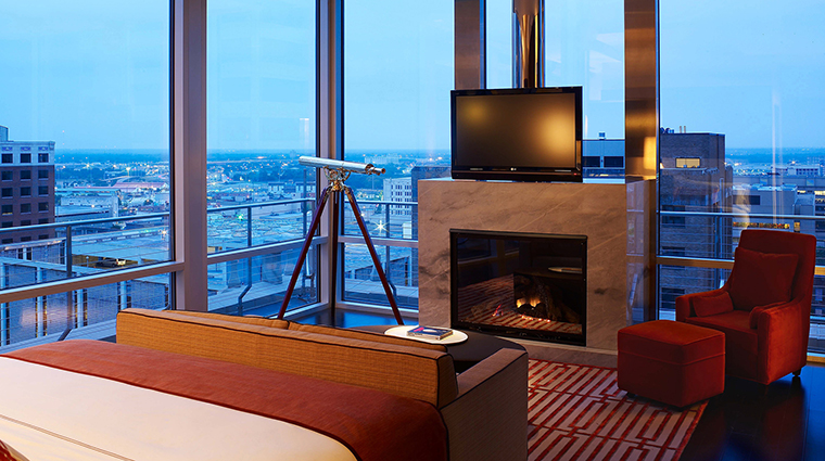 PropertyImage TheJoule 2 Hotel GuestroomSuites PenthouseBedroomofWestTower CreditEricLaignel