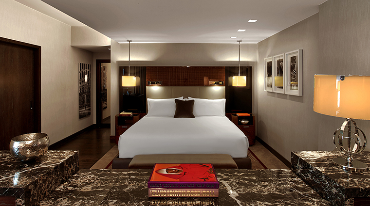 PropertyImage TheJoule 3 Hotel GuestroomSuites PremierKingBedroomofEastTower CreditEricLaignel