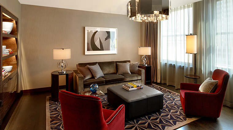 PropertyImage TheJoule 4 Hotel GuestroomSuites DeluxeSuiteLivingAreaofEastTower CreditEricLaignel