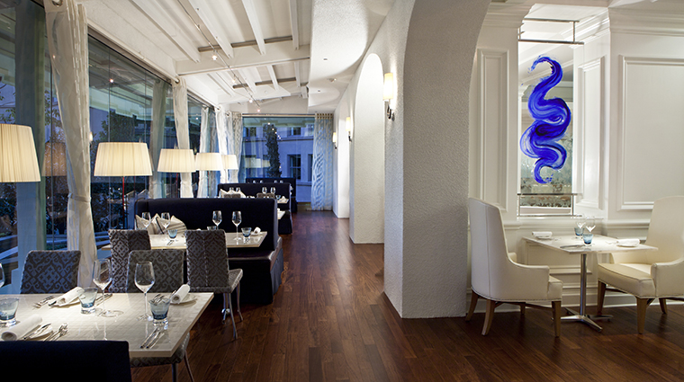 PropertyImage TheLanghamHuntingtonPasadena 16 Hotel Restaurant TheRoyceWoodFiredSteakhouse Veranda CreditLanghamHotelsInternationalLimited