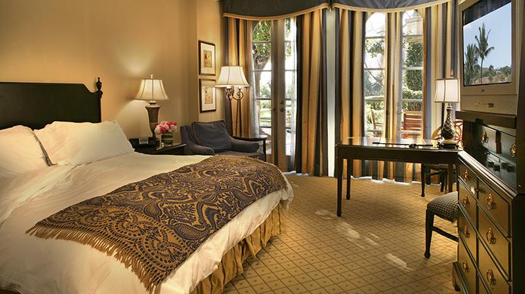 PropertyImage TheLanghamHuntingtonPasadena 8 Hotel GuestroomSuite GrandRoom Bedroom CreditLanghamHotelsInternationalLimited