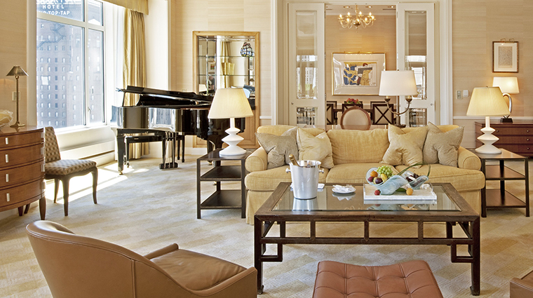 PropertyImage ThePeninsulaChicago Hotel GuestroomsandSuites ThePeninsulaSuiteLivingRoom CreditThePeninsulaChicago