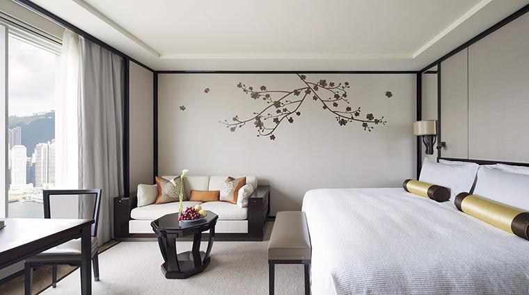 PropertyImage ThePeninsulaHongKong Hotel GuestroomSuite GrandDeluxeHarborViewRoom Bedroom CreditThePeninsulaHongKong VFMLeonardoInc
